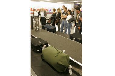 Į lėktuvą - kartu su lagaminais