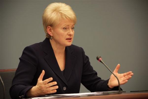 D.Grybauskaitė: sumažintų pensijų kompensavimas įmanomas ir iki 2014 metų