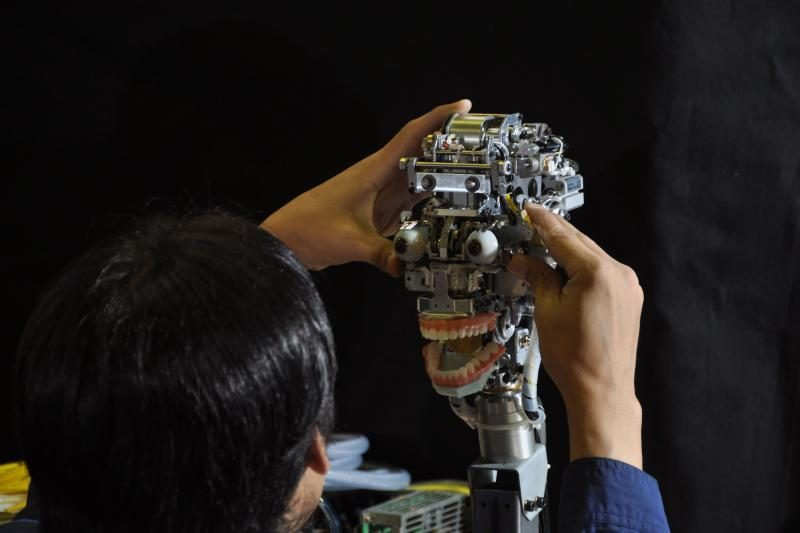 Pingpongo robotas mokosi žaisti kaip žmogus