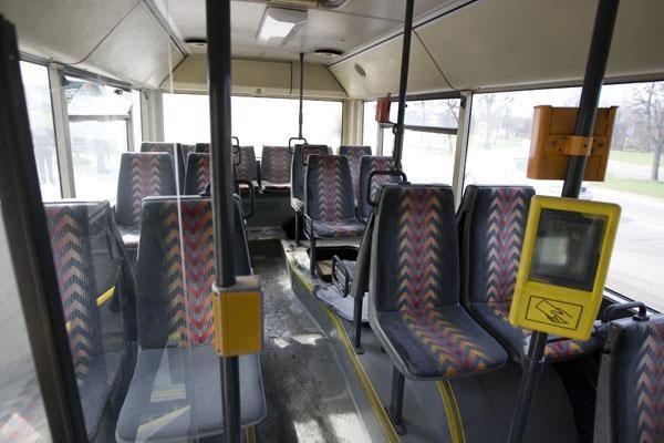 """""""Vilniaus autobusai"""" grasina nebeišvažiuoti į gatves"""