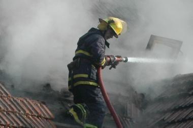 Ugniagesiai gesino gamyklą Kaune