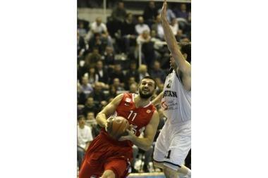 """L.Kleiza pelnė 18 taškų, tačiau """"Olympiakos"""" gavo antausį Belgrade"""