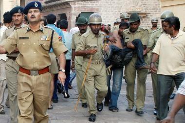 Indijos šventykloje kilo mirtina žmonių spūstis