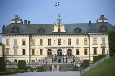 Švedijos karališkąją šeimą gaubia ir korupcijos šešėlis