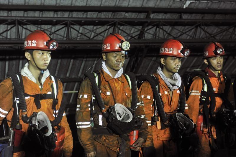 Kinijos akmens anglių kasykloje per sprogimą žuvo 41 žmogus