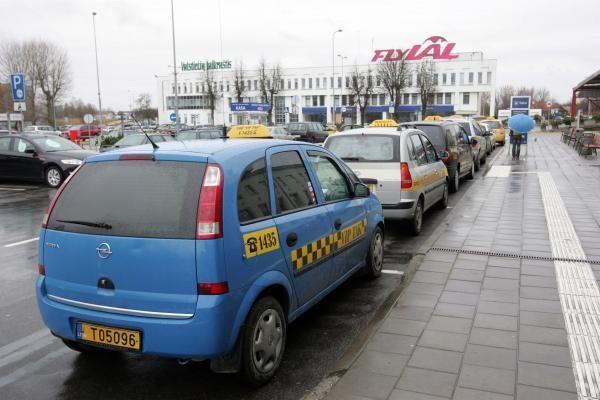 Dėl nesąžiningos taksi veiklos Vilniaus oro uostas bendradarbiaus su VMI