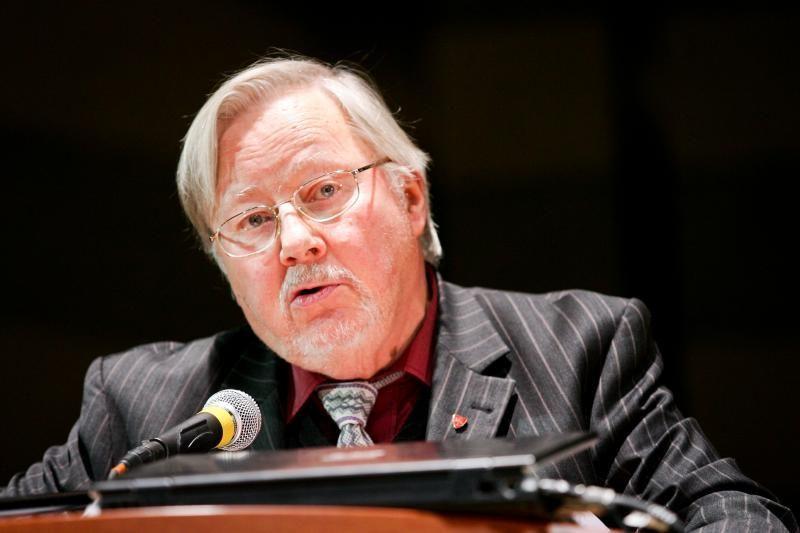 V.Landsbergis ragina siekti Lenko kortos teisinio įvertinimo