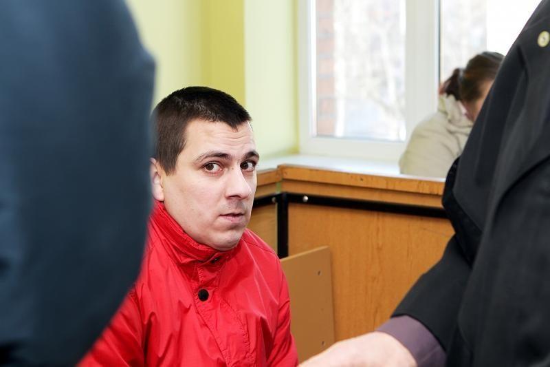 Sugriežtinta bausmė kūdikį mirtinai sužalojusiam tėvui