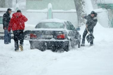 Dėl sniego nukasimo liepė kreiptis į žurnalistus