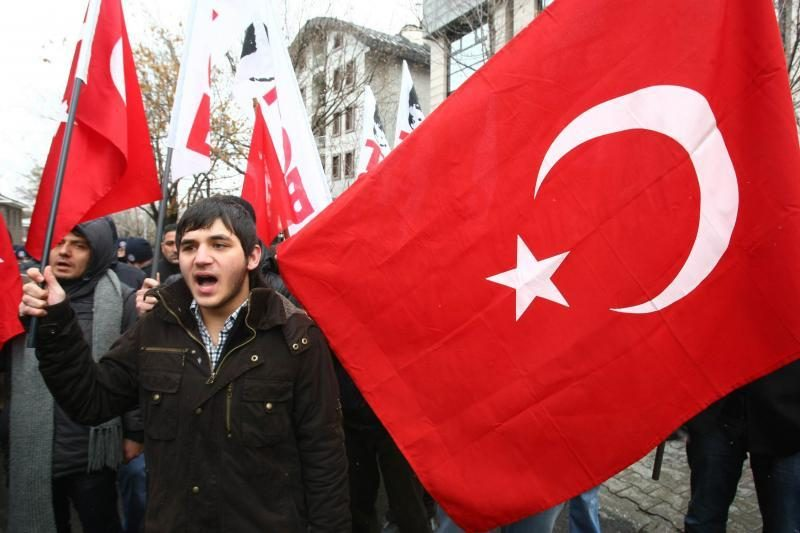 85 sirų kariai, tarp jų - generolas, pabėgo į Turkiją