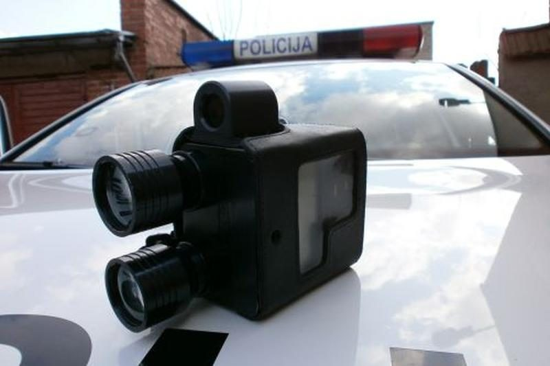 """Tyrimas: vairuotojai pamatę policininką """"kerta ant stabdžių"""""""