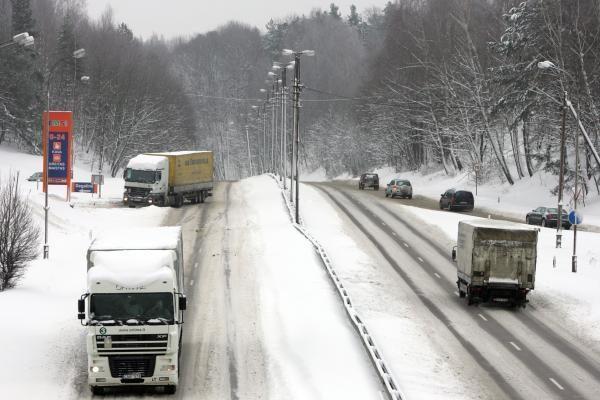 Lietuvoje be kritulių, rajoniniai keliai slidūs