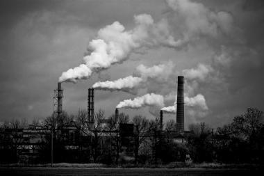 Sausį pramonės produkcija smuko lėčiausiai nuo 2008-ųjų pabaigos