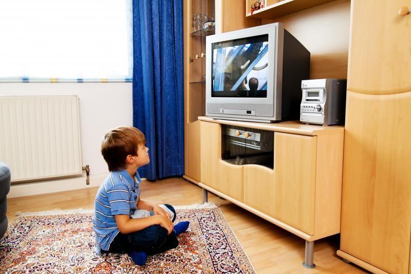 Tyrimas: lietuviai prie TV praleidžia vis daugiau laiko