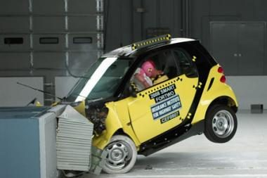 """Smart Fortwo"" gali tapti pirmuoju automobiliu su integruota ""juodąja dėže"""