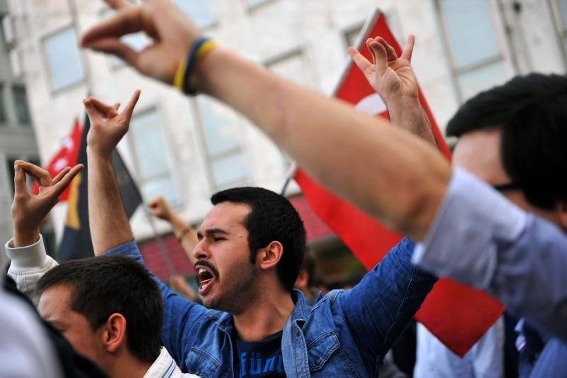 Kurdų sukilėliai patvirtino pradėsiantys pasitraukimą iš Turkijos