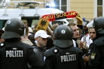 Austrijos policija suėmė 100 vokiečių futbolo sirgalių