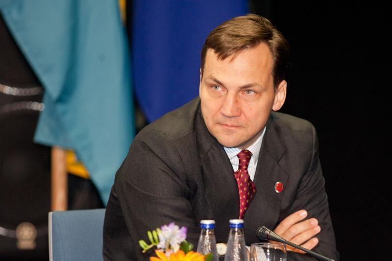 R.Sikorskis atvyks į Vilnių, planuojamas susitikimas su lenkų mažuma