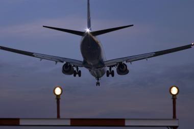 Rūkas sutrukdė lėktuvui nusileisti Kauno oro uoste