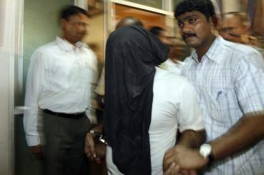 Dėl vadovo nužudymo sulaikyti 63 indų darbininkai