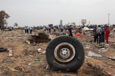 Libijoje nukrito keleivinis lėktuvas, per stebuklą išgyveno berniukas (papildyta)