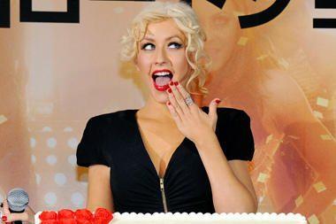Ch.Aguilera – viena iš daugybės krūtis pasididinusių garsenybių?
