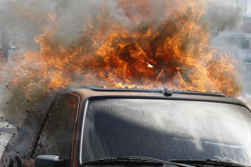 Sostinėje sulaikyta automobilius vogusi ir deginusi nepilnamečių gauja