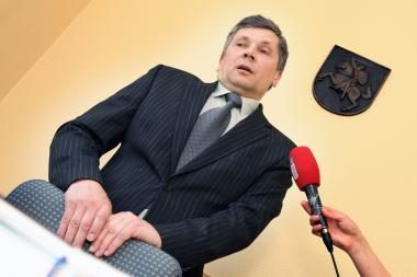 Nušalintasis Panevėžio teisėjas prašo nutraukti per ilgai užtrukusį tyrimą