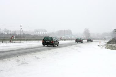 Eismo sąlygos: keliuose pavojinga