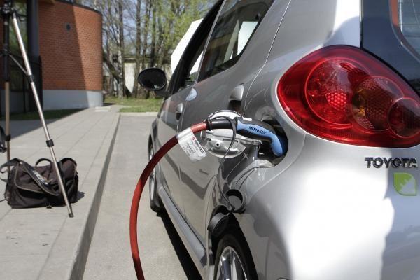Elektromobiliai teršia labiau už varomus degalais?