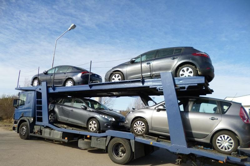 Pasieniečiams iškart įkliuvo net šeši vogti automobiliai