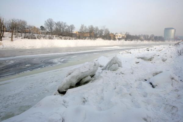 Sinoptikai Britanijai prognozuoja ilgokai truksiantį atšalimą