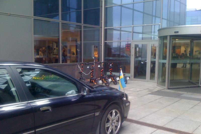 Švedų diplomatas beveik įvažiavo į savivaldybę