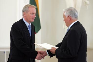 Atšaukiamas pirmasis Lietuvos ambasadorius Šveicarijoje V.Plečkaitis