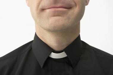 Du trečdaliai lietuvių norėtų matyti vedusius kunigus
