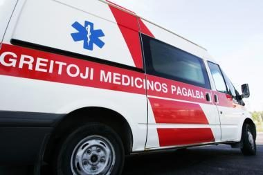 Po avarijos komos būsenos ligoninėje atsidūrė du nepilnamečiai mopedo keleiviai