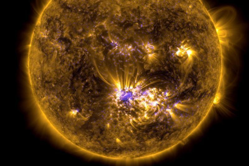 NASA: Saulėje formuojasi 6 Žemių dydžio saulės dėmė