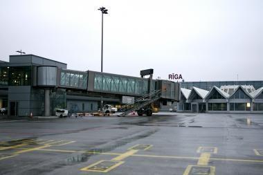 Lėktuvų skrydžių per Latviją šiemet sumažėjo dešimtadaliu