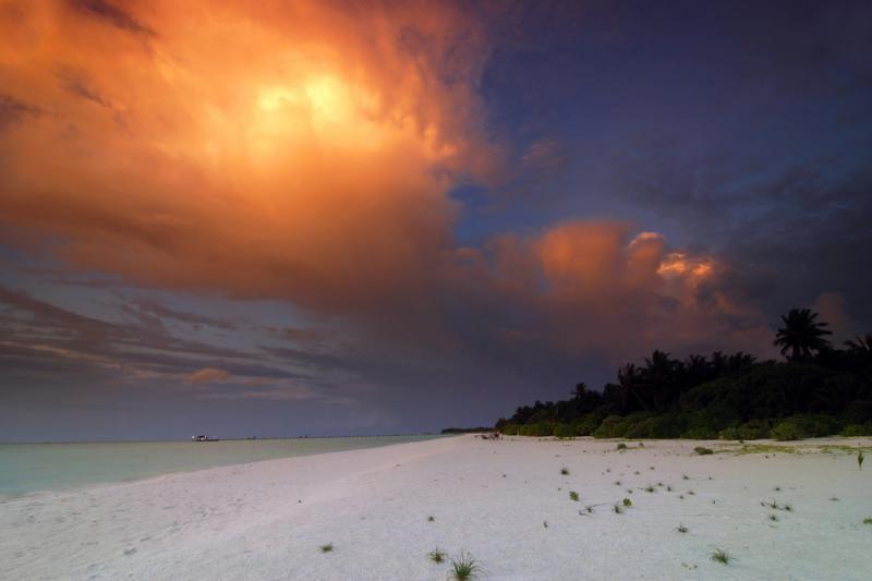 Kaip danguje, taip ir ant bangų: kodėl jos žėri Maldyvuose?