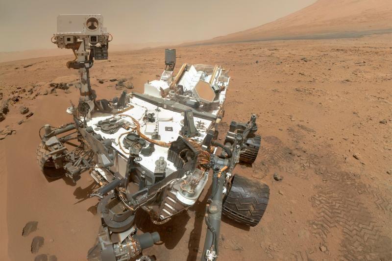 """""""Curiosity"""" nuotraukoje iš Marso – jūrų kiaulytės siluetas?"""