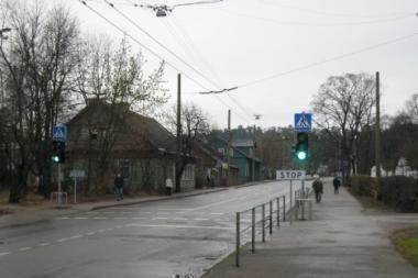 Greta Šv.Mato vidurinės mokyklos įrengtas šviesoforas