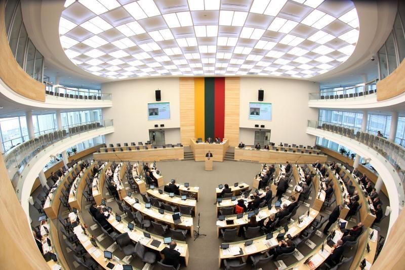 Seimas paliko sumažintas parlamentines ir reprezentacines lėšas