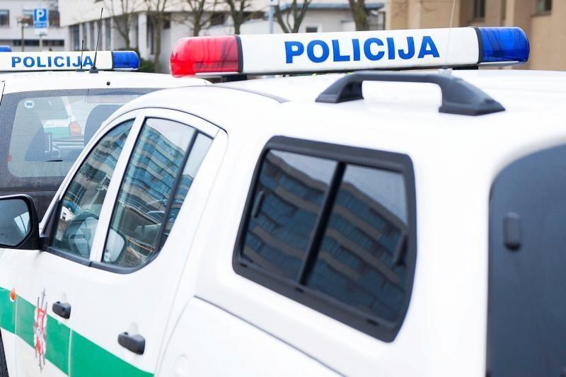 Vilniuje apsivertė automobilis - keleivis paliko sužeistą vairuotoją