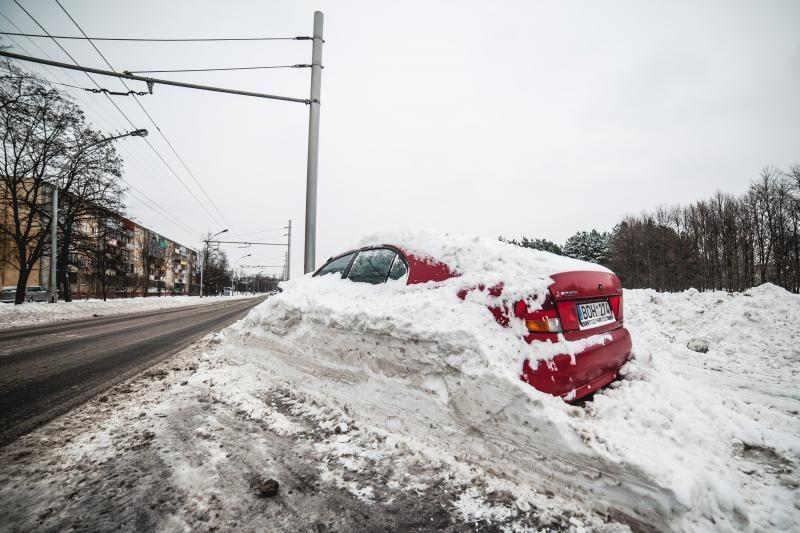 Iš kiemų šalinti apleistus automobilius miestui - per didelė prabanga