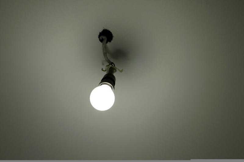 Moteriški fokusai: Vilniaus areštinėje mergina rijo lemputės duženas