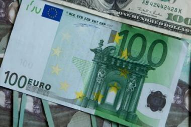Galimybė atsiskaityti eurais vertinama prieštaringai