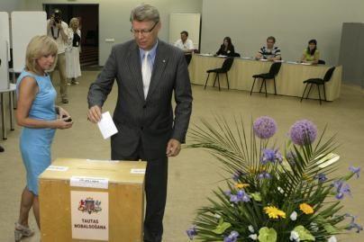 Latviai dalyvauja referendume