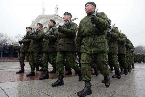 Į kariuomenę – vis jaunesni ir labiau išsilavinę vaikinai