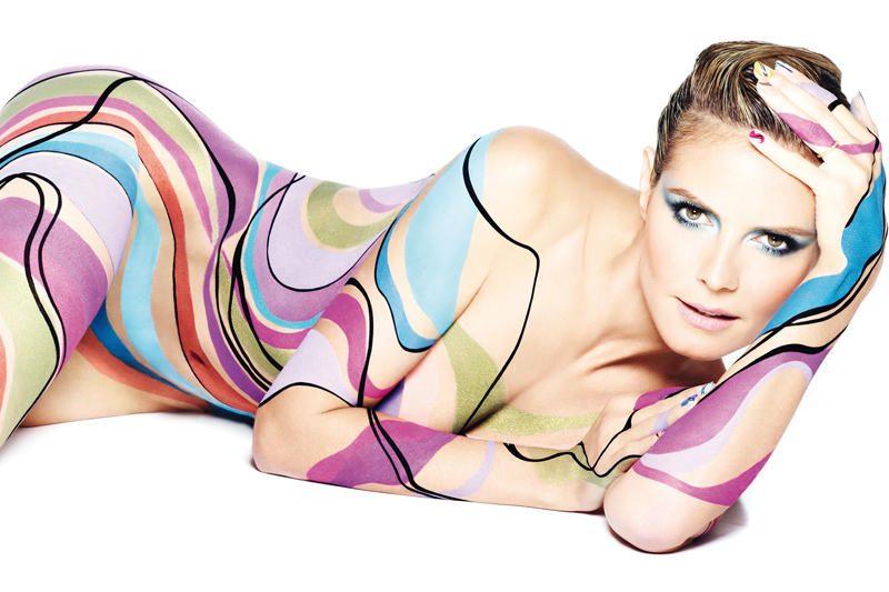 """Heidi Klum visiškai apsinuogino kosmetikos firmos """"Astor"""" reklamai"""