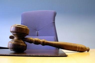 Teisme įtariamasis teisėjai pasiūlė 2000 litų kyšį